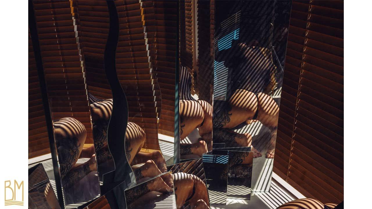 """Фотография """"Адская ненависть"""" Яна Сенеса в нижнем белье """"OW Intimates""""."""