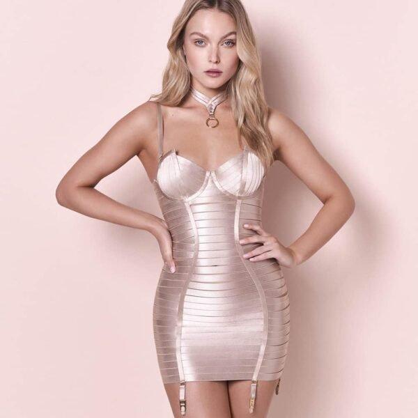 Регулируемое корсетное платье с атласной эластичностью в карамельном цвете и золотыми ремнями и деталями и подтяжкой BORDELLE на Brigade Mondaine
