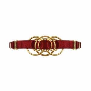 Колье из красного атласа, эластичное, с золотым металлическим элементом, представляющим собой переплетение d' кольца в центре, Bordelle Signature на Brigade Mondaine
