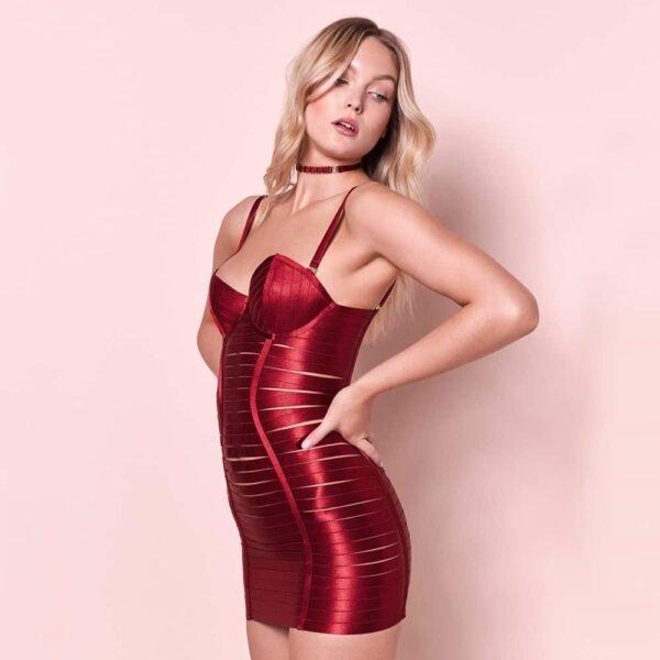 Robe ajustable en élastique rouge sexy et bondage avec fermeture éclair à l'arrière par BORDELLE chez Brigade Mondaine