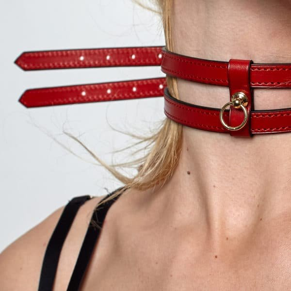 White leather bracelet or chocker necklace with thin belt effect and gold plated fastener DOMESTIC at Brigade Mondaine