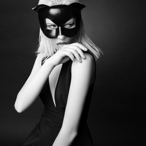 Masque érotique noir en forme de chat par E.L.F Zhou London chez Brigade Mondaine