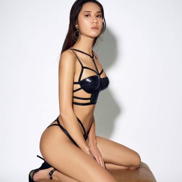 Black leather strapless strapless bra with bare back and elastic cross bondage and choker effect ELF ZHOU at Brigade Mondaine