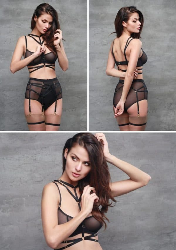 Bondage strapless harness with 2 rows at the waist and 2 at the neck in black adjustable elastics and rings with gold finishes by Flash You And Me at Brigade Mondaine