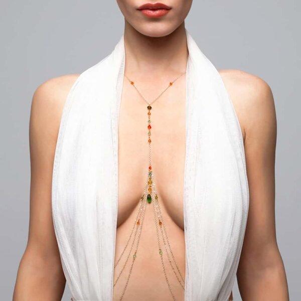 Украшения для тела с подвеской между грудью и разноцветными кристаллами FUNGI на Brigade Mondaine