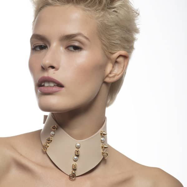 Beige leather chocker necklace V shape with pearls and peaks LUDOVICA MARTIRE at Brigade Mondaine
