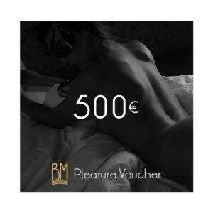 Visuel de la carte cadeau d'un montant de 500€. Une femme portant un masque est en arrière plan