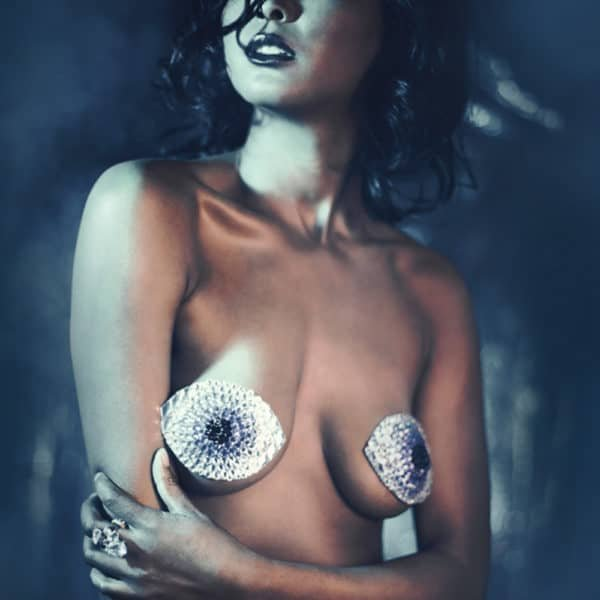 Strass Nippies Blue Eye Shaped Gaze por Ruthel Melbourne en Brigade Mondaine