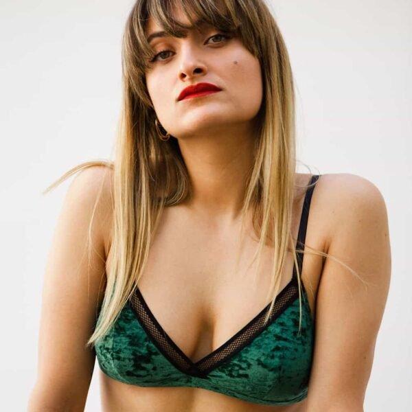 Soutien-gorge triangle doux en velours vert par SUPERBE chez Brigade Mondaine