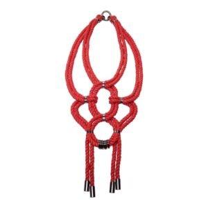 Красное ожерелье веревочного узла шибари с металлическими деталями, не содержащими никеля Рисунок А на 1ТП5Т
