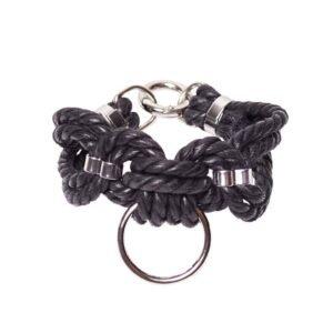 Bracelet en corde Shibari bondage noir avec anneau Figure of A chez Brigade Mondaine