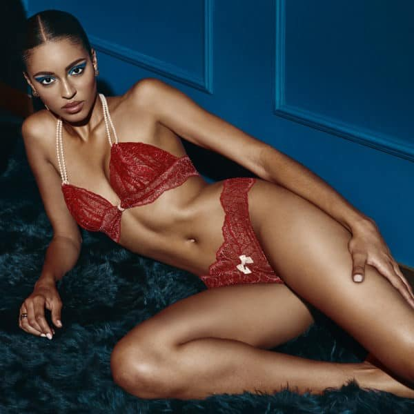G-string with stimulating beads in red lace SYDNEY collection with small bow on the front BRACLI at Brigade Mondaine