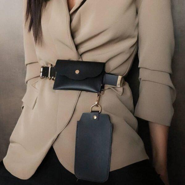 ALBANE BELT avec deux pochettes amovibles en cuir noir et finitions en métal doré de MIA ATELIER chez BRIGADE MONDAINE