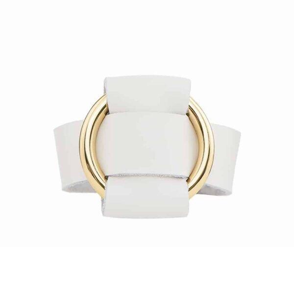 ANNA BRACELET blanc en cuir Nappa avec un large anneau en métal doré de la marque MIA ATELIER chez BRIGADE MONDAINE