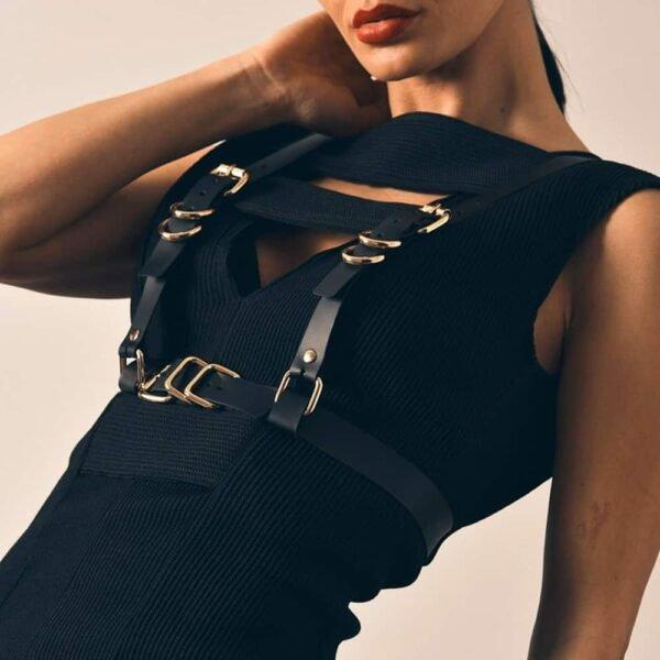 GLORIA HARNESS noir en cuir ajustable Nappa avec des finitions en métal doré de MIA ATELIER chez BRIGADE MONDAINE