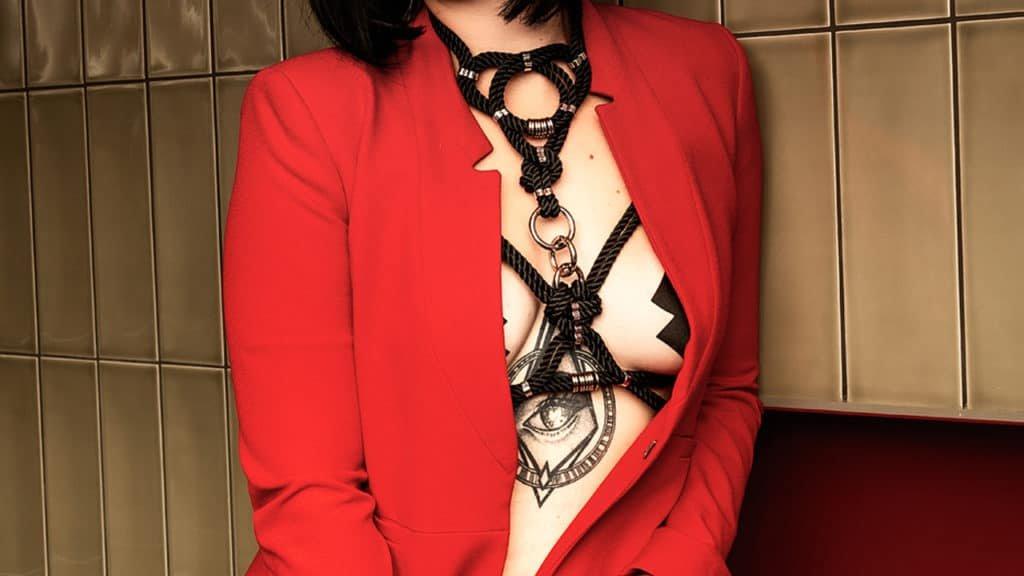 Черный BDSM веревочный жгут с серебряными деталями