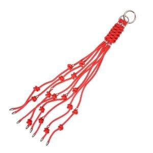 Брелок в форме кнута шибари с красными и серебряными узлами