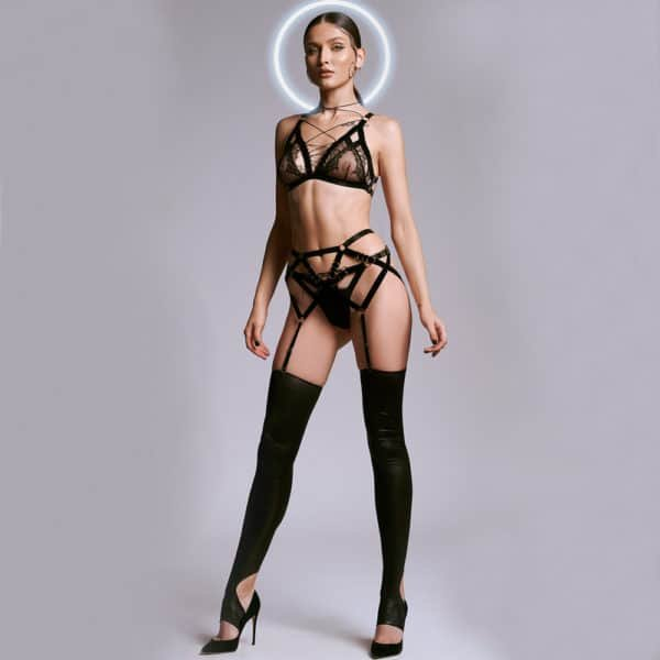 Lilitus set combining fishnet, lace and elastic, to form strong and timeless pieces
