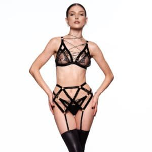 Lilitus set combining fishnet, lace and elastic, to form strong and timeless pieces, with rings detail along the elastic