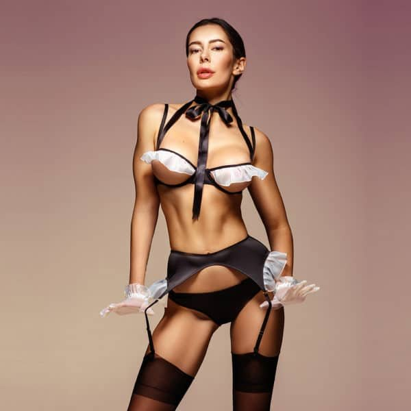 Sexy black maid costume with white flounces on the breasts and hips. It is composed of d'an open bra letting appear the breasts, a knot around the neck, a black garter belt and black panties.