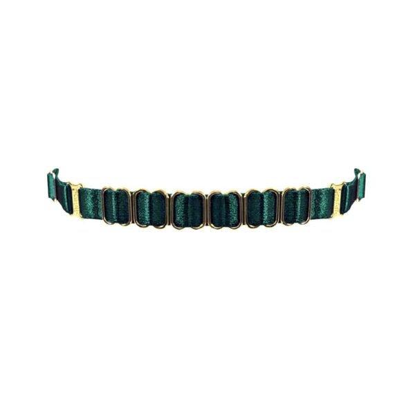Эластичное ожерелье Eden от бренда BORDELLE. Этот браслет из тонкой зеленой ткани украшен 6 золотыми пряжками и регулируется благодаря регулировочной петле.