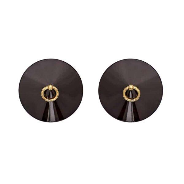 Черные О пушечные соски на 1ТП9Т. Эта пара сосков металлизирована кольцом, покрытым 24-каратным золотом. Изделие простое с конической черной металлической частью, а сверху маленький золотой шарик с подвесным кольцом.