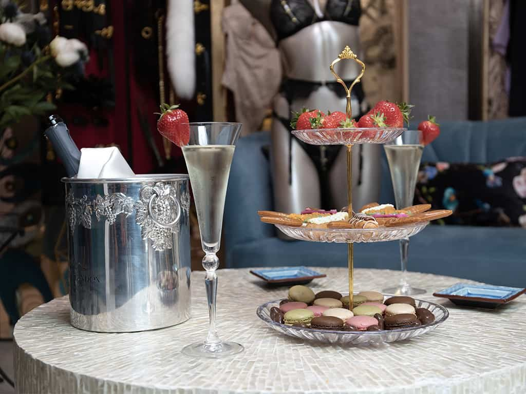 We can see a tea time on the table and a mannequin wearing a Atelier Amour set in the background.